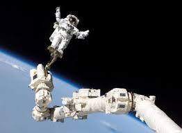 hehe.. saking pengennya jadi astronot,, cari2 jae deehh gambr2nya,,,